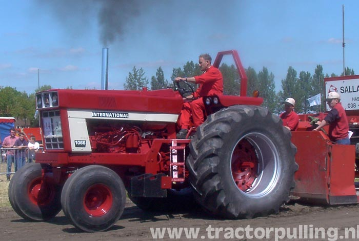 1066 International Tractor Bing images